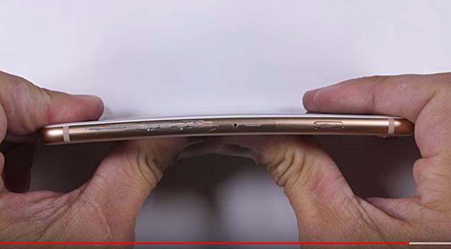 iPhone 8 im Bendgate-Test